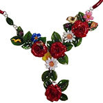 Collier rose rosse
